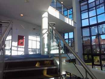 Stainless steel balustrade system with glass infill